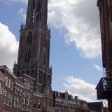 Die Dom towers above the buildings below