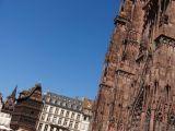Cathédrale Notre Dame de Strasbourg with Strasbourg architecture in the background