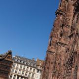 Cathédrale Notre Dame de Strasbourg with Strasbourg architecture in the background